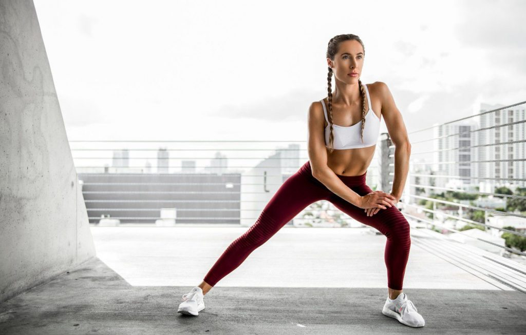 Женщина, занимающаяся спортом