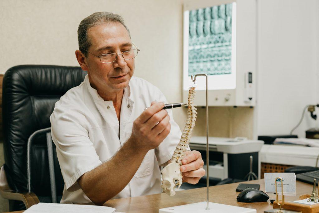 Гриценко К. А. объясняет особенности заболеваний позвоночника