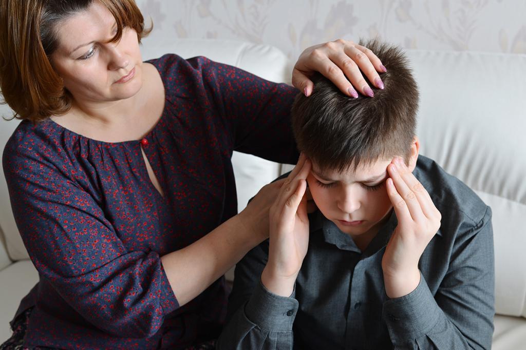 Мать и ребенок с головной болью