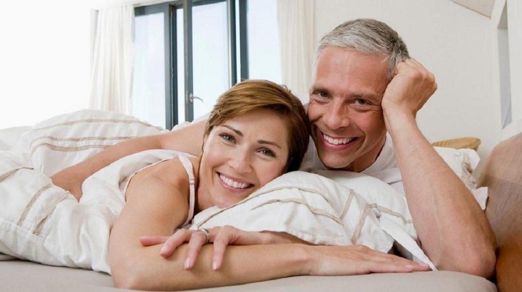Счастливый мужчина и женщина